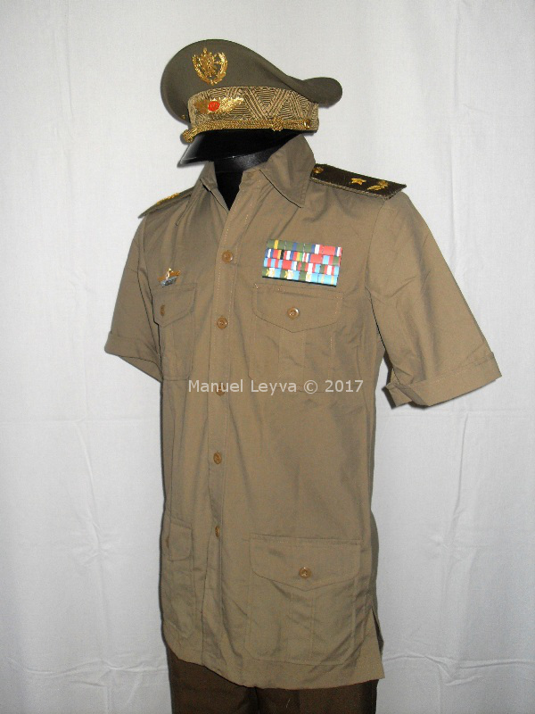 Cuban General uniforms and insignias Sdc12549