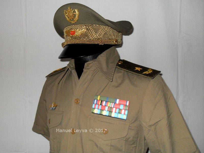 Cuban General uniforms and insignias Sdc12553