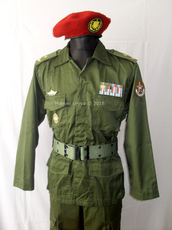 Cuban General uniforms and insignias Sdc13361