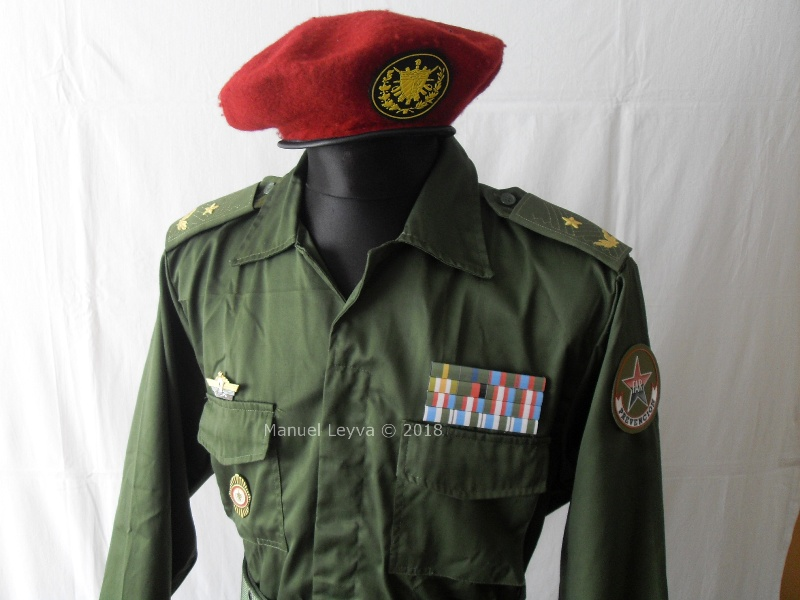 Cuban General uniforms and insignias Sdc13368