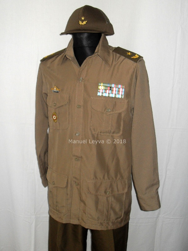 Cuban General uniforms and insignias Sdc13238