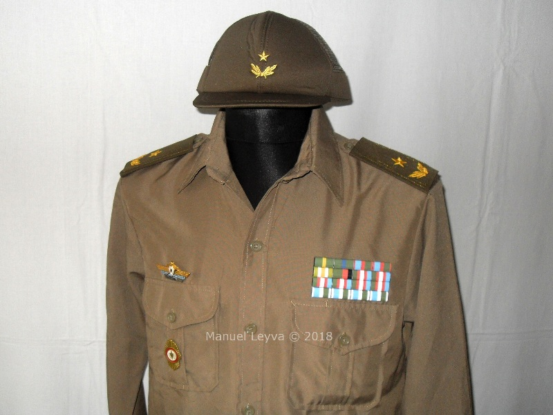 Cuban General uniforms and insignias Sdc13240